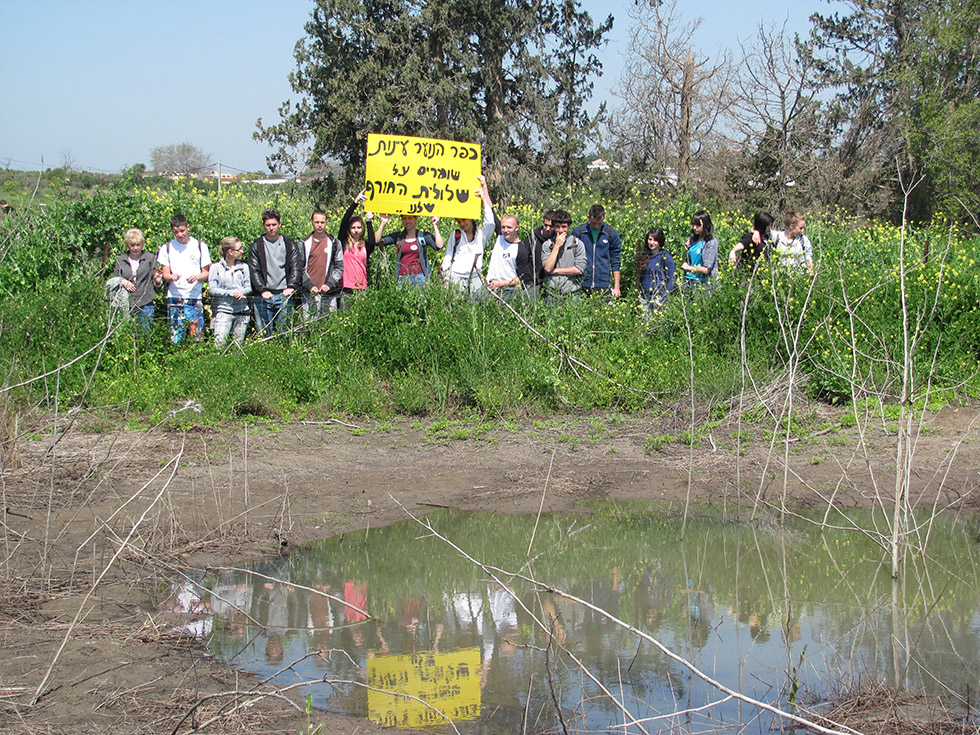 Ayanot students support preserving the unique growth environment and ecology for plants growing in puddles created as a result of the winter rains.